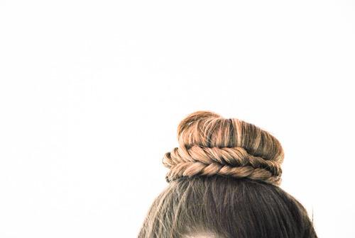 DIY Coiffure : le Chignon Tressé (bun fishtail braid pour les bilingues)