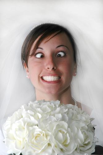 Comment réagir aux cadeaux de mariage pourris ? (ça marche aussi pour Noël et les anniversaires)
