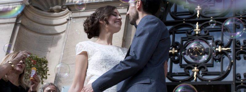 Photographe de mariage joyeuse et polyglotte