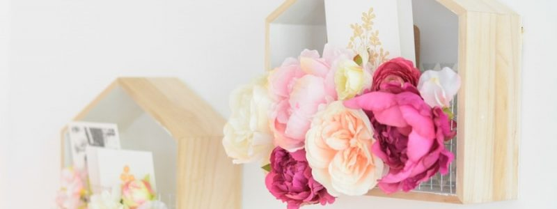 DIY : une urne de mariage fleurie