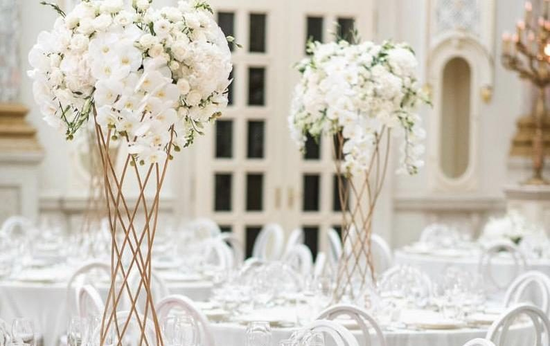 Décoration Mariage : les centres de table hauts métalliques